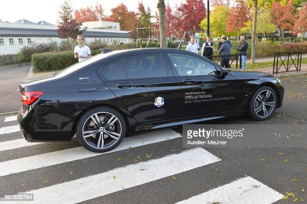 The car of the Captains of the Ryder Cup 2018 arrive ito a school to answer children's questions about the Ryder Cup on October 16 2017 in Paris...