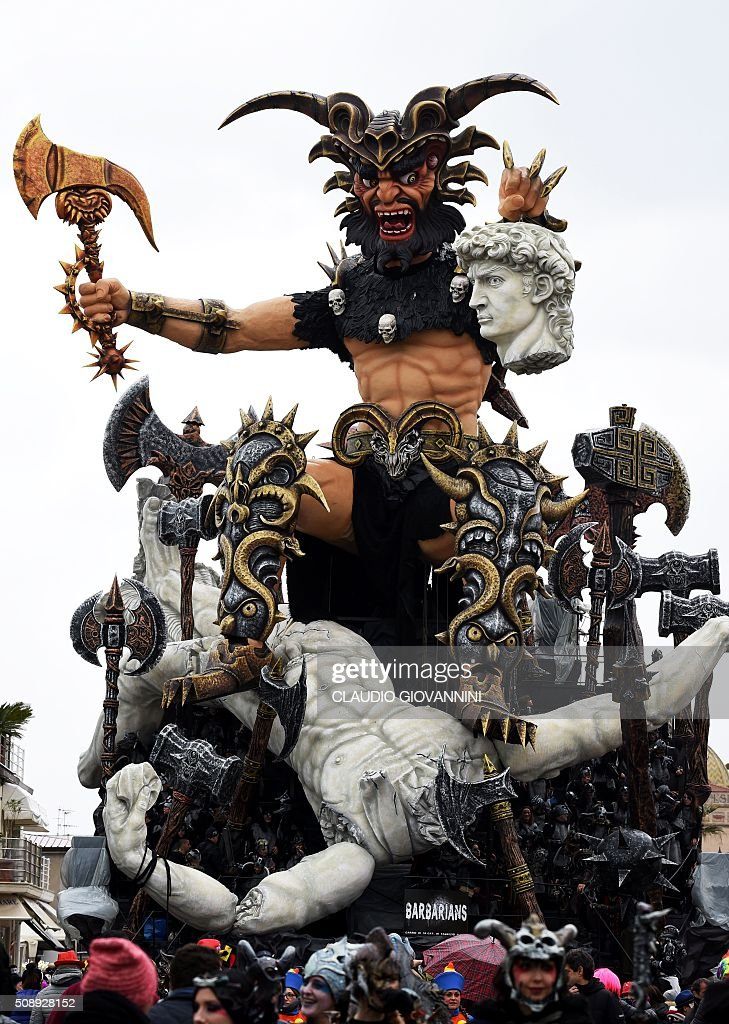 The carnival float 'Barabarians' parades through the streets of Viareggio during the traditional carnival on February 7, 2016 in Tuscany. / AFP / CLAUDIO GIOVANNINI