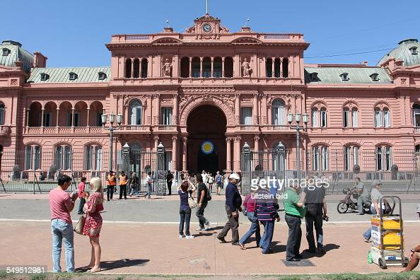 The Casa Rosada is the Argentinian presidential palace located on plaza de Mayo