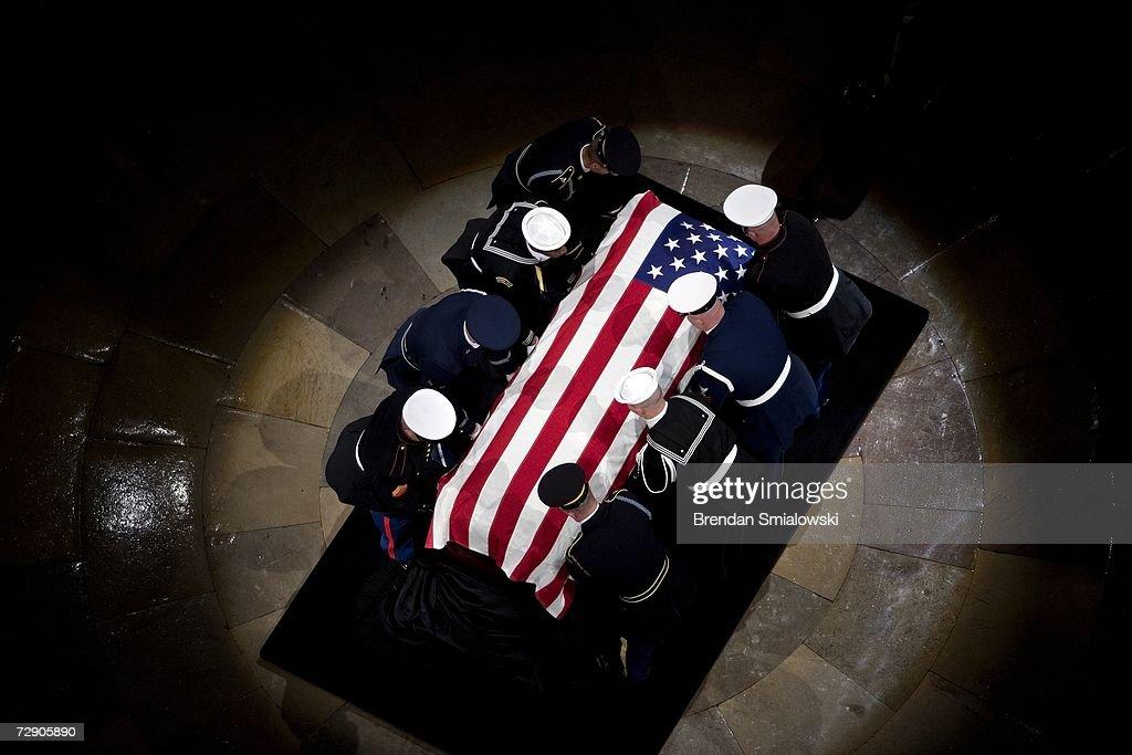 The casket of former US President Gerald Ford arrives during funeral services for former US President Gerald Ford in the Rotunda of the US Capitol...