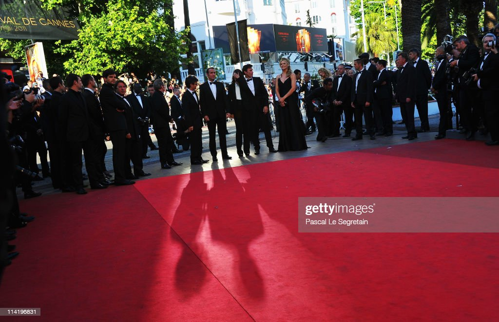 The cast and crew attend 'The Artist' premiere at the Palais des Festivals during the 64th Annual Cannes Film Festival on May 15, 2011 in Cannes, France.