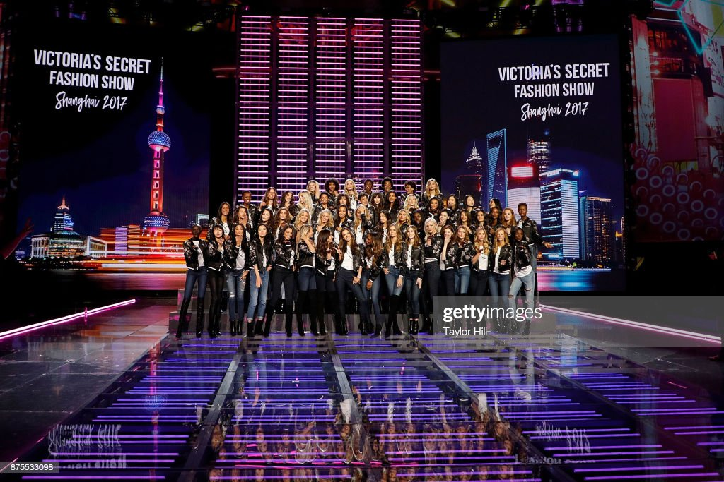 2017 Victoria's Secret Fashion Show Model Group Appearance