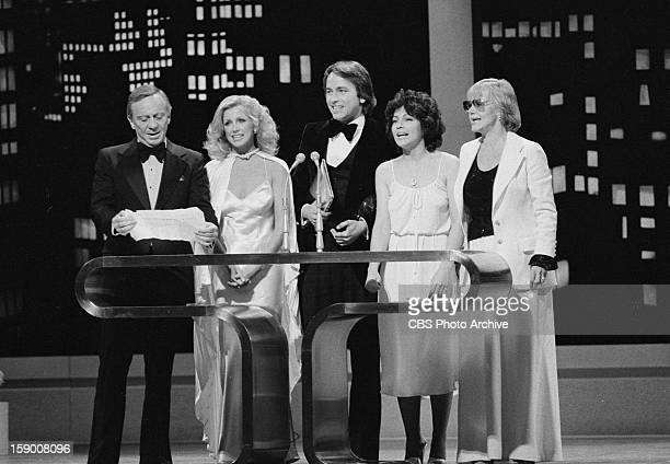 The cast of 'Three's Company' on the 1978 People's Choice Awards show From left Norman Fell Suzanne Somers John Ritter Joyce DeWitt and Audra Lindley...