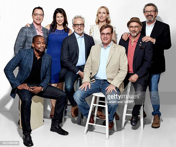 The cast of 'West Wing' Bradley Whitford Richard Schiff Dule Hill Aaron Sorkin Janel Moloney Melissa Fitzgerald and Joshua Malina are photographed...