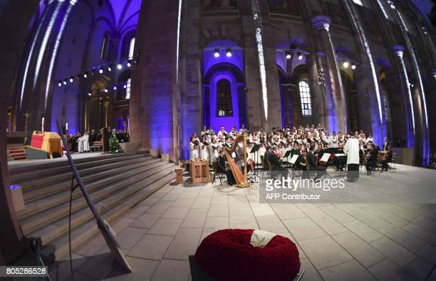 The cathedral choir of Speyer is pictured during a memorial service for late former Chancellor Helmut Kohl on July 1 2017 in Speyer Helmut Kohl the...