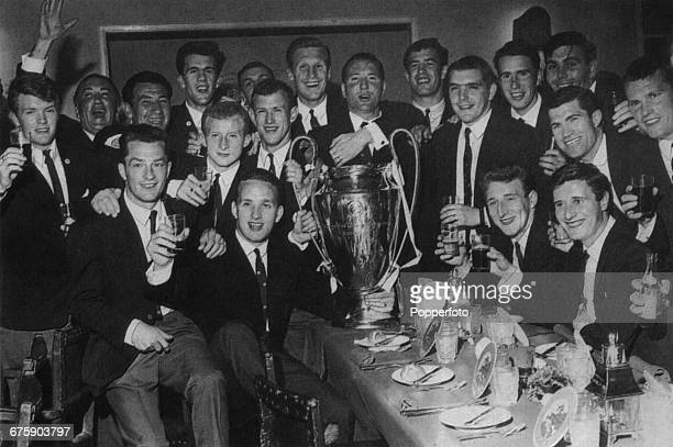 The Celtic football team celebrate their 21 victory over Internazionale in the European Cup Final at the Estadio Nacional in Lisbon Portugal 25th May...