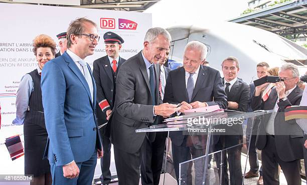The chairman of SNCF Guillaume Pepy and Deutsche Bahn CEO Ruediger Grube sign a company cooperations contract at the train station Gare de l'Est on...