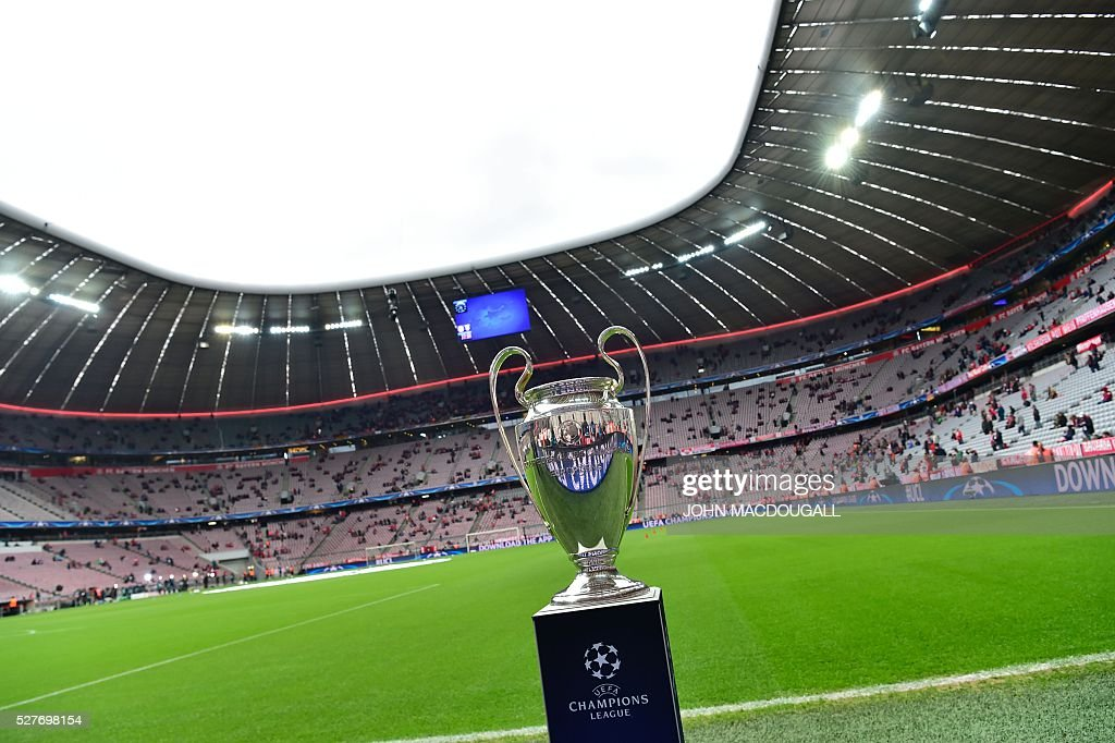 The Champions League trophy is on display prior to the UEFA Champions League semi-final, second-leg football match between FC Bayern Munich and Atletico Madrid in Munich, southern Germany, on May 3, 2016. / AFP / John MACDOUGALL