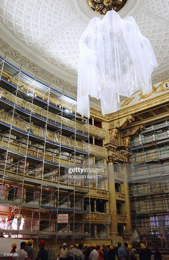The chandelier of the famous La Scala th Pictures – La Scala Chandelier