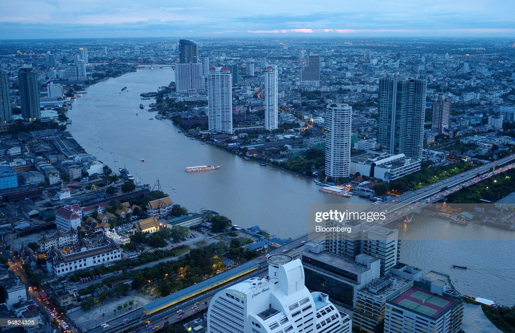 The Chao Praya river winds through the city of Bangkok Thailand on Saturday Aug 23 2008 Thailand's economic growth probably slowed for the first time...