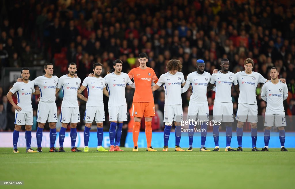 Hilo del Chelsea The-chelsea-team-take-part-in-minute-of-silence-for-remembrance-day-picture-id867471466