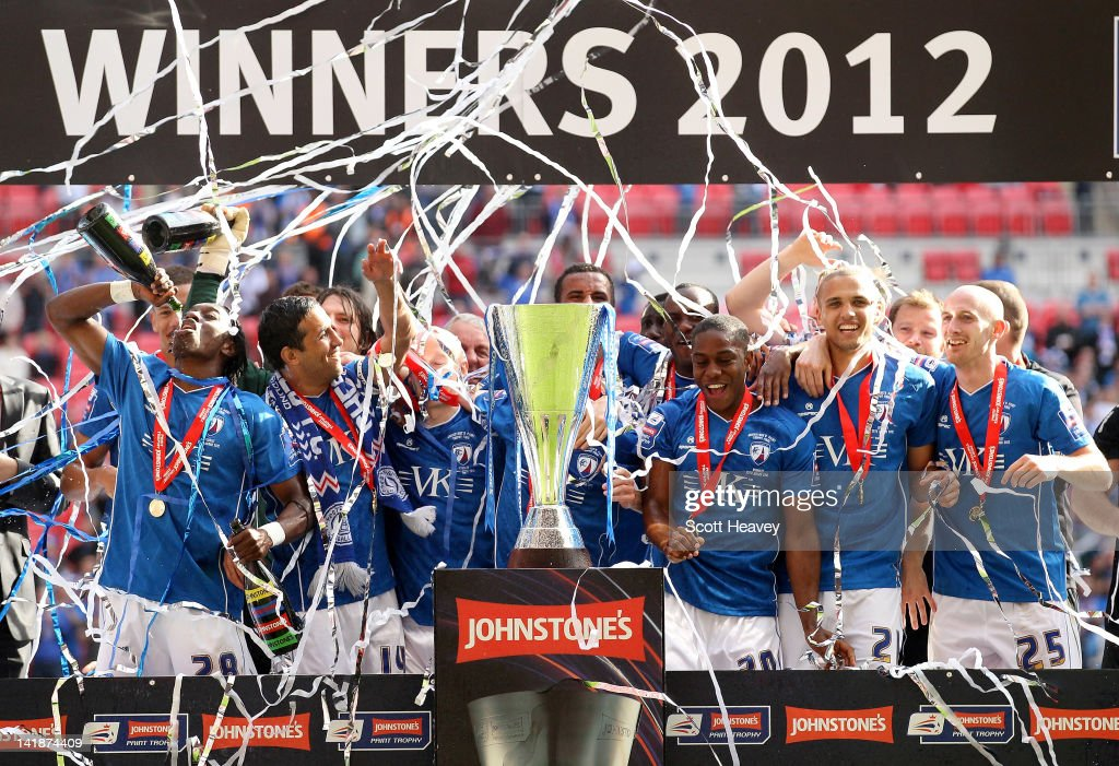 The Chesterfield team celebrate during the Johnstone's Paint trophy Final between Swindon Town and Chesterfield at Wembley Stadium on March 25, 2012 in London, England.