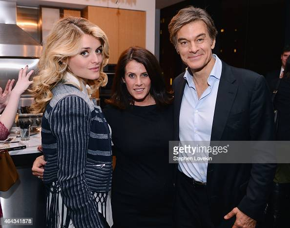 The Chew cohost Daphne Oz Dr Oz Show cohost/producer Lisa Oz and Dr Oz Show host Dr Mehmet Oz attend the book launch party for 'Rich Bitch' by Nicole...