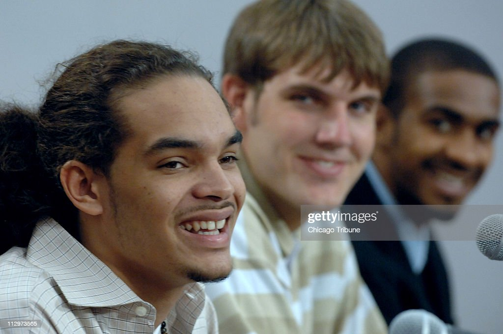 ... <b>Aaron Gray</b> (center) and JamesOn Curry during an interview in Deerfield, ... - the-chicago-bulls-2007-nba-first-round-draft-pick-joakim-noah-speaks-picture-id112973565