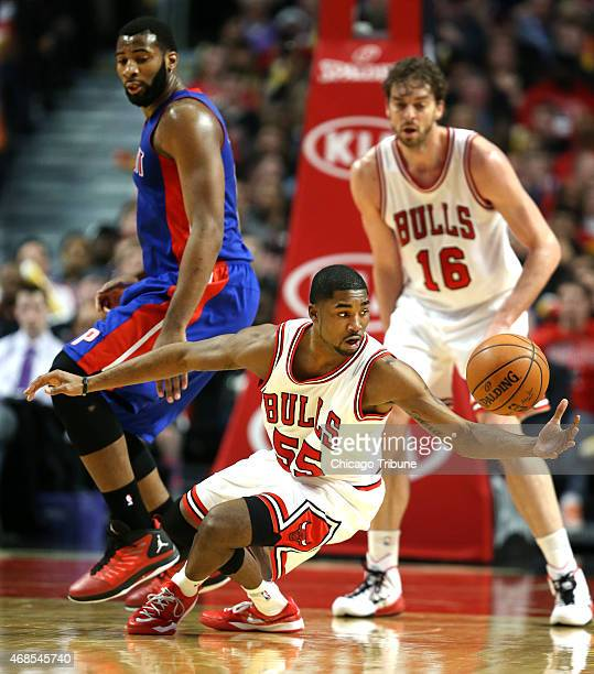 The Chicago Bulls' E'Twaun Moore tries to take possession of a loose ball in the first half against the Detroit Pistons at the United Center in...
