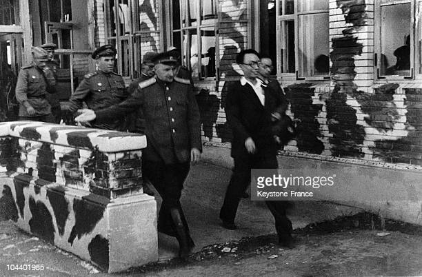 The Chinese emperor PUYI being arrested and taken by Soviet officers to the Moukden airport in Manchuria He will remain imprisoned until 1949 and...