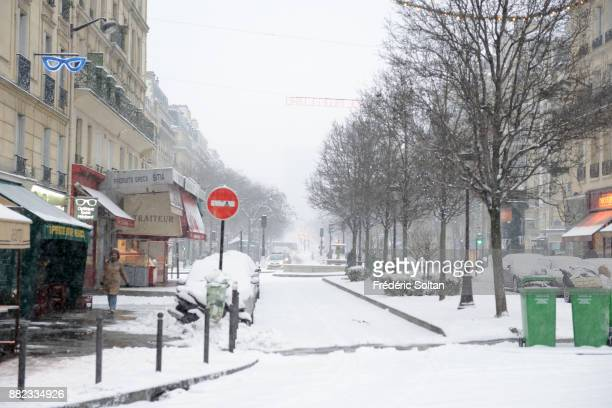 Illustration PARIS FRANCE DECEMBER 10 The city of Paris during the winter under the snow The Mouffetard neighbourhoods and the Saint Médard Church in...