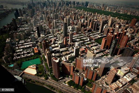 The city skyline is viewed near the scene of a crane collapse on Manhattan's Upper East Side at 91st Street and 1st Avenue May 30 2008 in New York...
