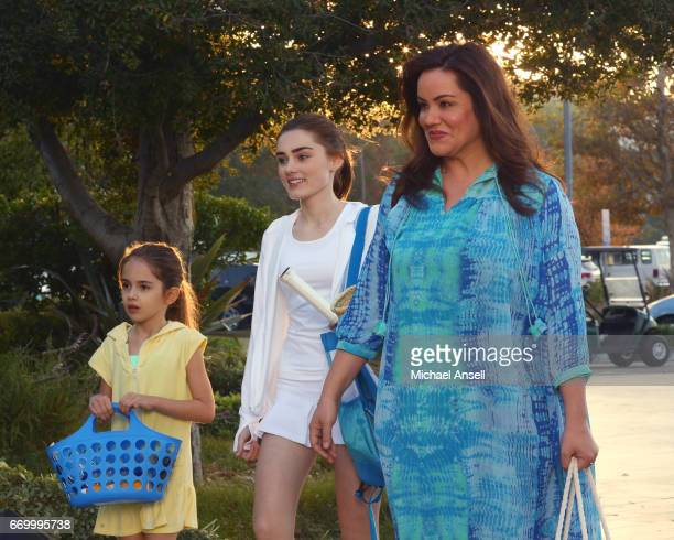 HOUSEWIFE 'The Club' When AnnaKat develops a fear of water and stops bathing her therapist suggests the Ottos get her to go swimming But can Katie...