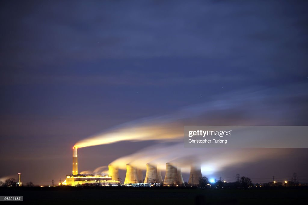 The coal fuelled Cottam power station generates electricity on November 30 2009 in Retford Nottinghamshire United Kingdom As world leaders prepare to...
