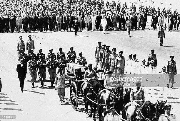 The coffin containg the body of assassinated Egyptian president Anwar Sadat traveling on a guncarriage is followed by heads of state to its resting...