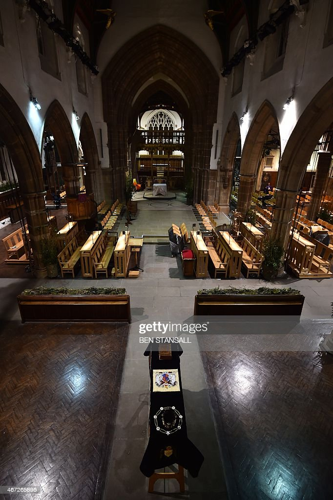 The coffin containing the remains of King Richard III is draped in a specially-embroidered 'pall' and adorned with a crown as it sits in repose inside Leicester Cathedral in Leicester, central England on March 22, 2015. Richard, who ruled England from 1483 until his death in 1485 at the Battle of Bosworth, will be laid to rest on March 26, 2015 in Leicester Cathedral, across the street from where his remains were located in 2012. AFP PHOTO / BEN STANSALL