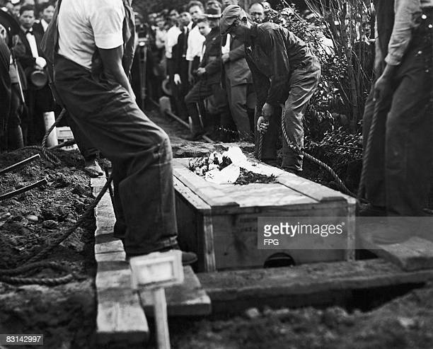 The coffin of ChineseAmerican serviceman Henry Chin is lowered into a grave at Evergreen Cemetery circa 1918 Chin was the first resident of New...
