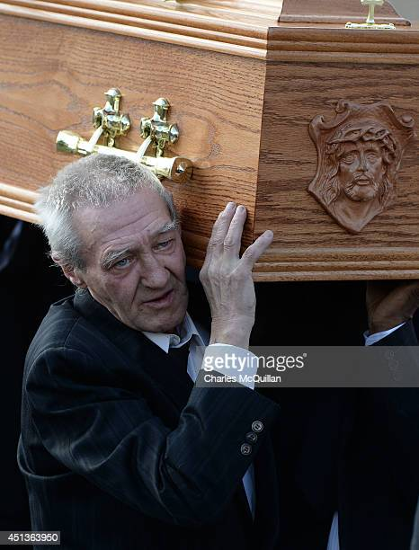 The coffin of Gerry Conlon is carried by Paddy Hill a member of the socalled Birmingham Six into St Peter's Cathedral for a requiem mass on June 28...