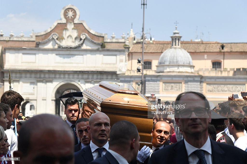 The coffin of Italian actor Bud Spencer, born Carlo Pedersoli, is carried inside the church of the artists, Santa Maria in Montesanto, on June 30, 2016 for his funeral at Piazza del Popolo in Rome. Bud Spencer who starred in a string of spaghetti westerns, died on June 27 in Rome aged 86. Spencer, born in Italy in 1929, played in 16 films alongside Terence Hill, whose real name was Mario Girotti. / AFP / TIZIANA