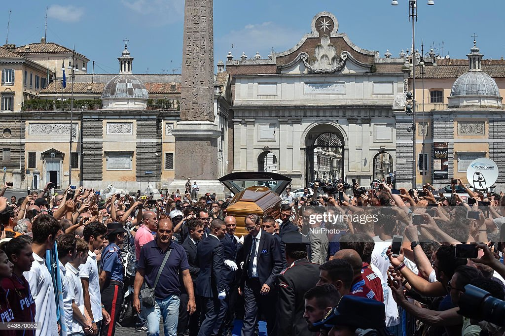 The coffin of Italian actor <a gi-track='captionPersonalityLinkClicked' href=/galleries/search?phrase=Bud+Spencer&family=editorial&specificpeople=707220 ng-click='$event.stopPropagation()'>Bud Spencer</a>, born Carlo Pedersoli, is carried inside the 'church of the artists', Santa Maria in Montesanto, on June 30, 2016 at Piazza del Popolo in Rome