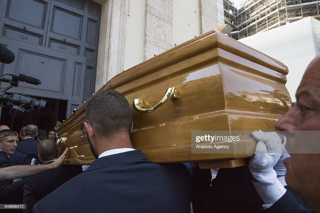 The coffin of Italian actor Carlo Pedersoli also known as Bud Spencer arrives at the Santa Maria in Montesanto at Piazza del Popolo in Rome, Italy, 30 June 2016.