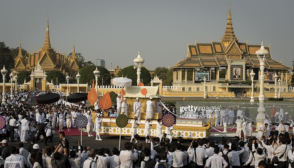 The coffin of the late former King Norodom Sihanouk is seen during his funeral procession in front of the Royal Palace in Phnom Penh on February 1, 2013. Sihanouk, who abdicated in 2004 after steering Cambodia through six decades marked by independence from France, civil war, the murderous Khmer Rouge regime and finally peace, died of a heart attack in Beijing on October 15, 2012 and will be cremated on February 4. AFP PHOTO / Nicolas ASFOURI