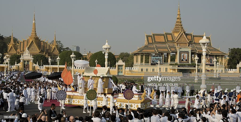 The coffin (C) of the late former King Norodom Sihanouk is seen during his funeral procession in front of the Royal Palace in Phnom Penh on February 1, 2013. Sihanouk, who abdicated in 2004 after steering Cambodia through six decades marked by independence from France, civil war, the murderous Khmer Rouge regime and finally peace, died of a heart attack in Beijing on October 15, 2012 and will be cremated on February 4. AFP PHOTO / Nicolas ASFOURI