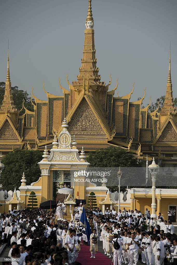 The coffin (C,down) of the late former King Norodom Sihanouk is seen during his funeral procession in front of the Royal Palace in Phnom Penh on February 1, 2013. Sihanouk, who abdicated in 2004 after steering Cambodia through six decades marked by independence from France, civil war, the murderous Khmer Rouge regime and finally peace, died of a heart attack in Beijing on October 15, 2012 and will be cremated on February 4. AFP PHOTO / Nicolas ASFOURI