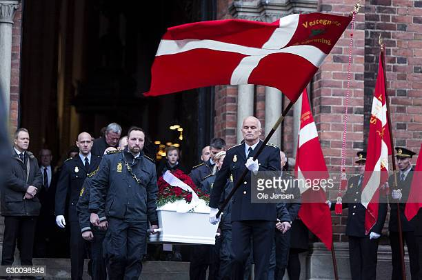 The coffin of the murdered Danish police officer Jesper Jul leaves Roskilde Cathedral where he received a state funeral on December 16 2016 in...