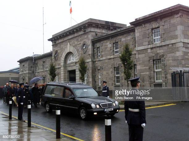 The coffins of 10 War of Independence volunteers leave Mountjoy Prison in Dublin Thousands of people lined the streets of Dublin to honour 10 men...