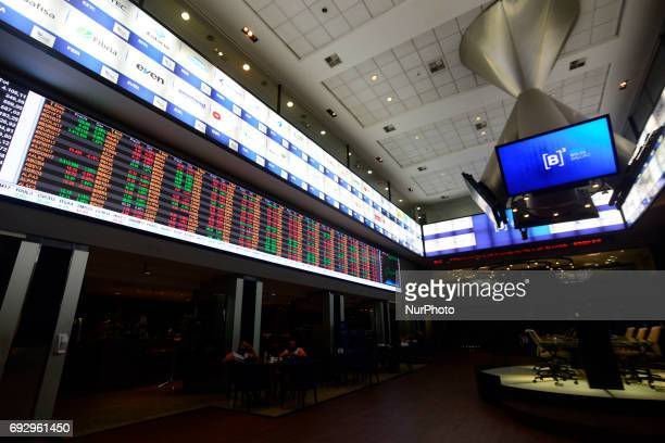 The commercial dollar was rising and the stock market was stable on Monday Around 12h10 the American currency advanced 115% to R $ 3292 in the sale...
