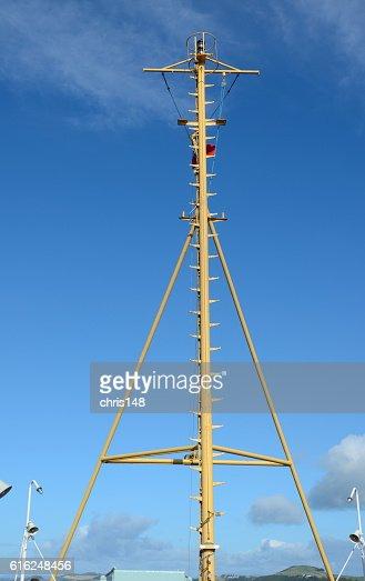 The communications mast of a ferry : Foto de stock
