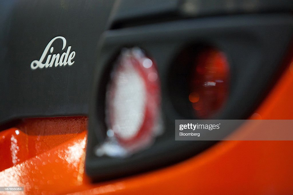 The company logo is seen on a Linde H35 forklift truck as its sits on the production line at the Linde Material Handling GmbH factory, a unit of Kion Group AG, in Aschaffenburg, Germany, on Tuesday, Nov. 12, 2013. Kion Group AG, the German forklift-maker which listed shares in June, is looking to expand its global sales network via acquisitions to catch up with main competitor Toyota Industries Corp. Photographer: Krisztian Bocsi/Bloomberg via Getty Images