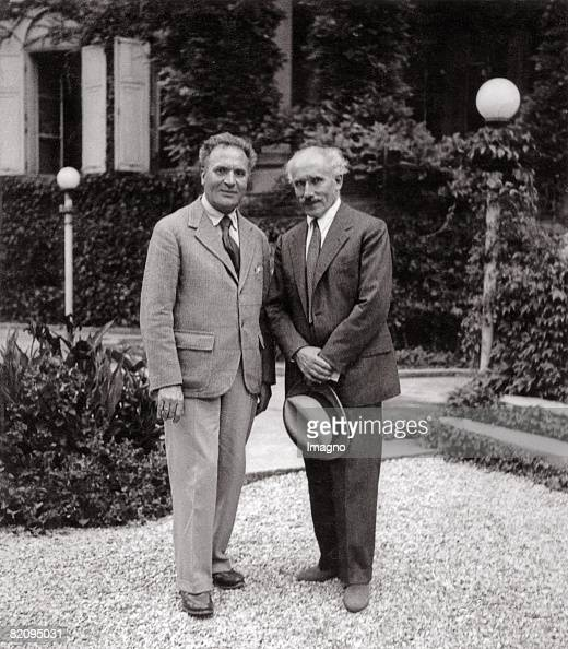 The conductors Bruno Walter and Arturo Toscanini probably at Leopoldskron Palace, Salzburg, Photograph around 1935 : Photo d'actualité