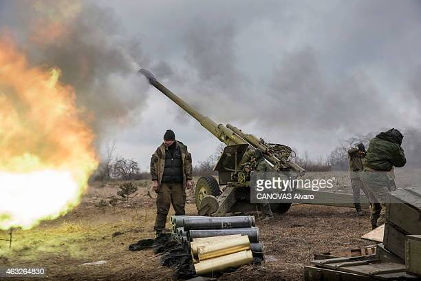 The conflict becomes intensified in the east of Ukraine between pro Russians and Ukrainian army In the northwest of Donetzk a battery of 152 mm...