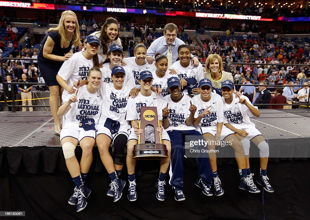 The Connecticut Huskies pose after defeating the Louisville Cardinals during the 2013 NCAA Women's Final Four Championship at New Orleans Arena on April 9, 2013 in New Orleans, Louisiana.