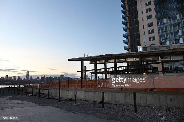 The construction site of a new apartment building is shown July 8 2009 in the Brooklyn neighborhood of Williamsburg in New York City Due to the fall...