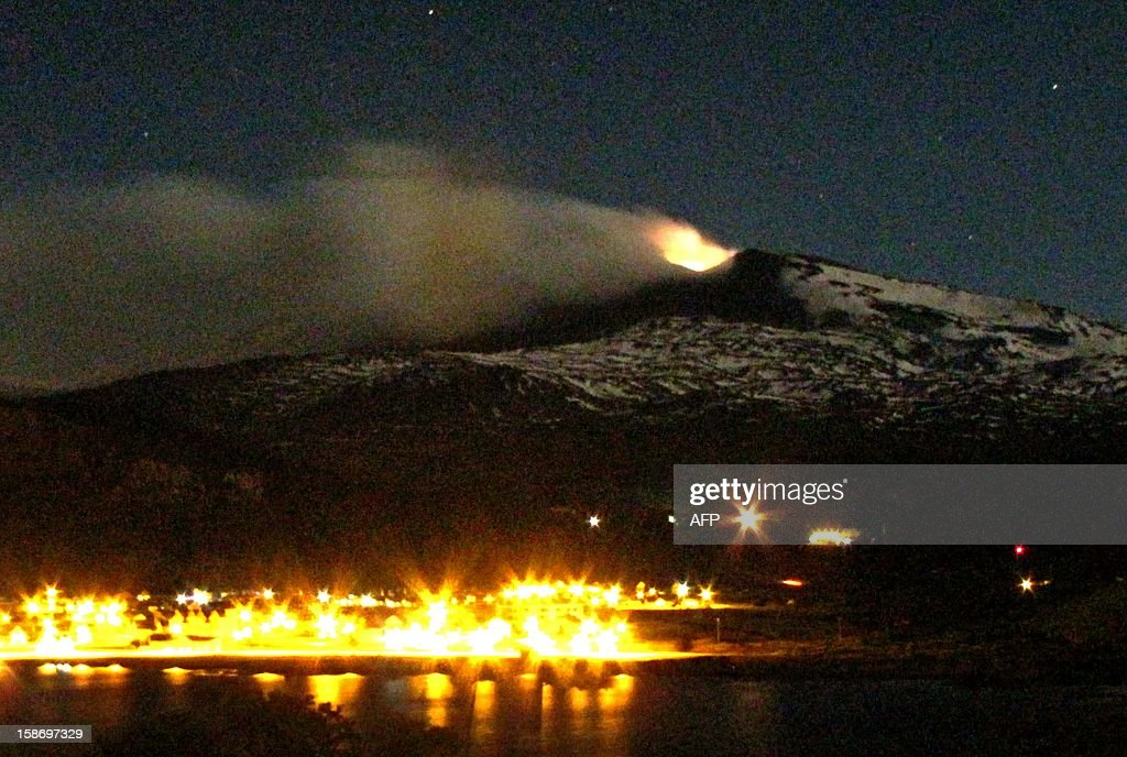 The Copahue volcano spews ashes above Caviahue, in Neuquen province, Argentina, some 1500 km southwest of Buenos Aires on December 24, 2012. The authorities of Chile and Argentina issued red and orange alerts in each country due to the eruption of the Copahue volcano, placed in the border between both countries.