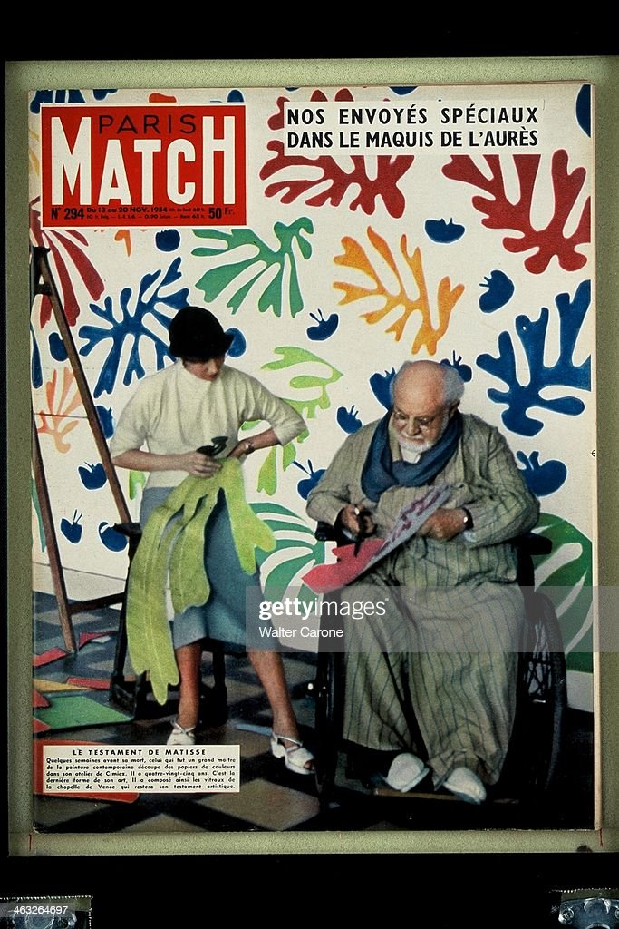 The cover of 'Paris Match' magazine No.294, from the 13th-20th November 1954: French artist <a gi-track='captionPersonalityLinkClicked' href=/galleries/search?phrase=Henri+Matisse&family=editorial&specificpeople=210882 ng-click='$event.stopPropagation()'>Henri Matisse</a> (1869 - 1954) and his assistant creating découpage foliage at his workshop in Cimiez, Nice, southern France. Matisse passed away on 3rd November and this issue of 'Paris Match' paid tribute to his work.
