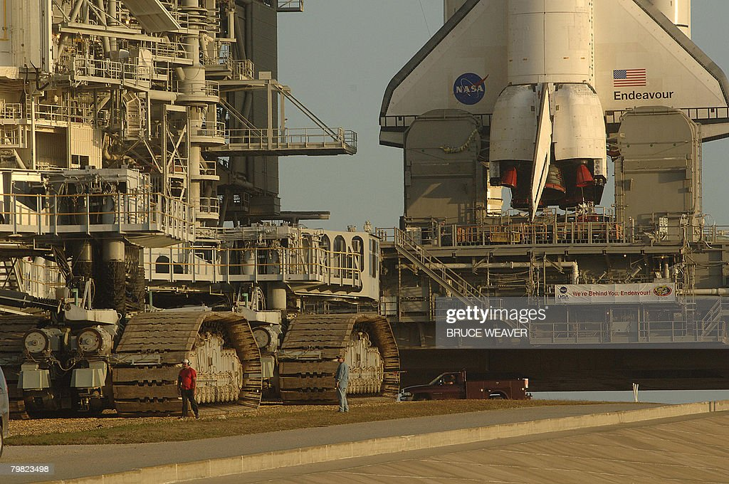 The crawler transporter (L) is moved off the pad after US space shuttle Endeavour was moved early on February 18, 2008 to launch pad 39-A at Kennedy Space Center, Florida. The shuttle and her seven-person crew are scheduled to launch from Kennedy Space Center on March 11 with the Japanese Logistics Experiment module for the International Space Station (ISS). AFP PHOTO/Bruce WEAVER