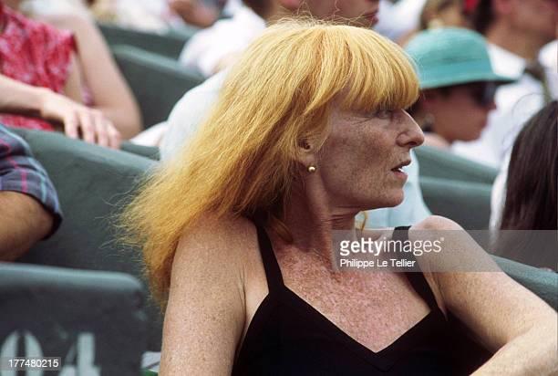 The creator of Sonia Rykiel fashion during a tennis tournament in Roland Garros 1985 La creatrice de mode Sonia Rykiel pendant le tournoi de tennis...