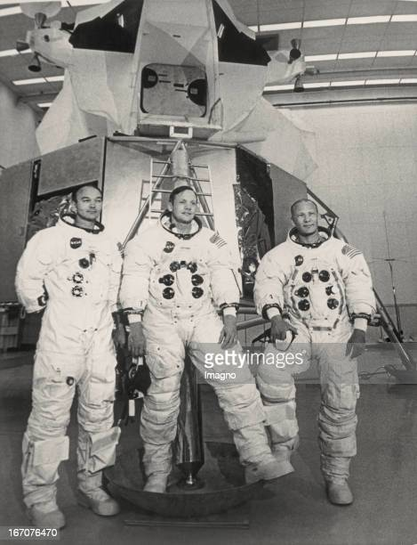 The crew of Apollo 11 Mike Collins Neil Armstrong and Edwin Aldrin Kennedy Space Centre in Florida Juni 27th 1969 Photograph Die Besatzung der...