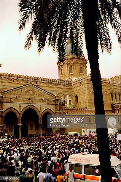 The crowd applause at the passage of the coffins of Italian judge Paolo Borsellino and his police escort during their funerals at the Palermo...