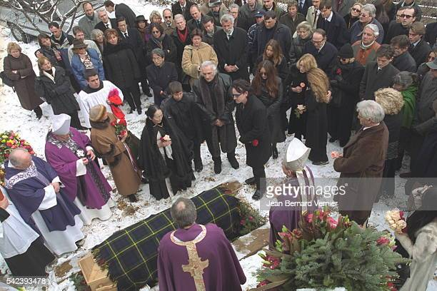 The crowd around the coffin in his capacity as close friend singer Bono sang in front of the coffin